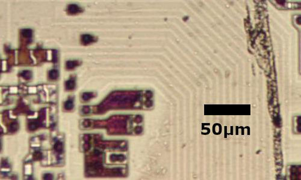 Polysilicon traces on the older 8086 chip.