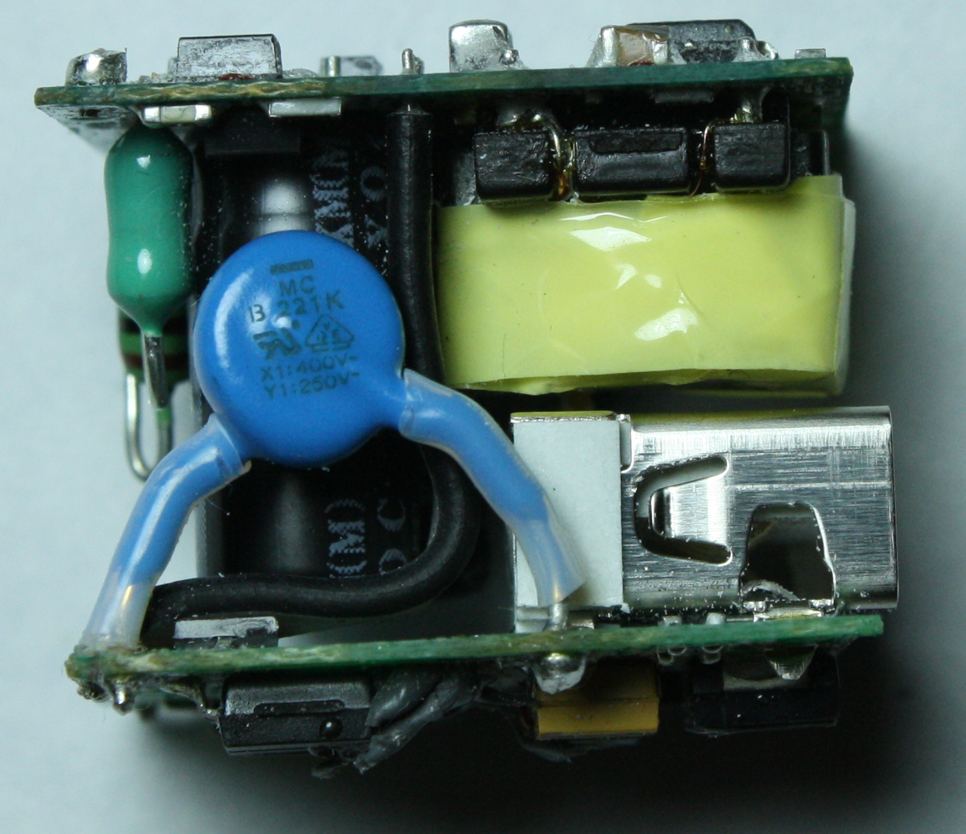 Apple Iphone Charger Teardown Quality In A Tiny Expensive Package Fly Back Transformer Driver Wiring Diagram Schematic Rise Inside The Input Inductor Green Y Capacitor Blue Picture Above Shows Flyback