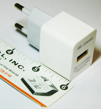 A one-inch USB charger designed for the iphone4