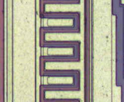 Closeup of the high-current output transistor in the TL431 chip.