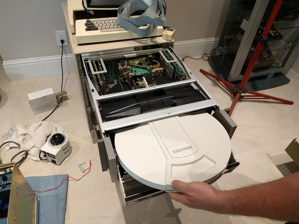 Inserting a 2.5 MB hard disk pack into the Diablo drive used by the Xerox Alto computer.