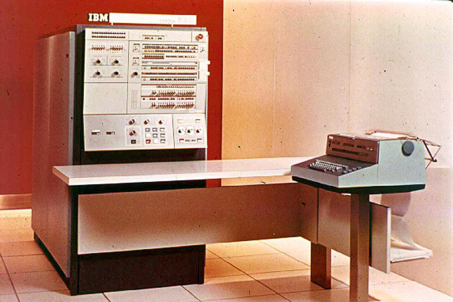 The IBM S/360 Model 40. Photo source unknown.