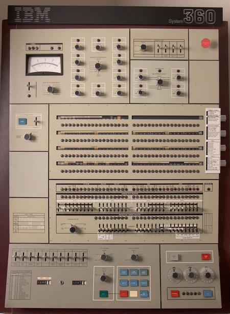 Control panel of the IBM System/360 Model 50. This panel has marginal check controls for auxiliary storage in the upper right, replacing the dataflow diagram.