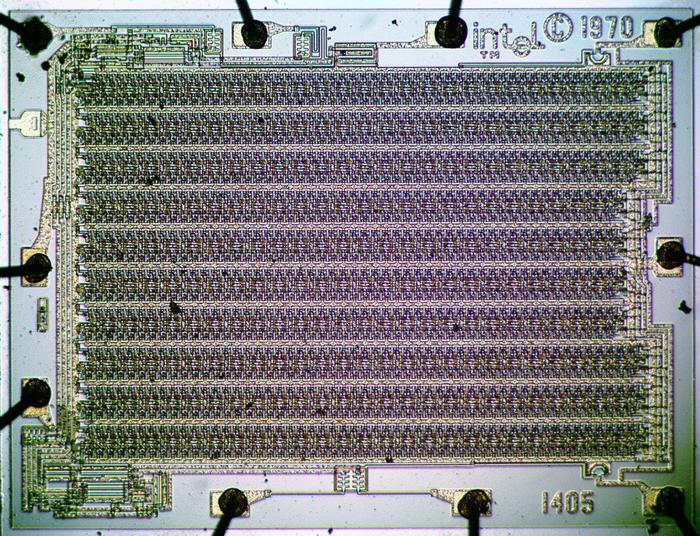 Die photo of the Intel 1405 shift register. This shift register was not used in the IBM 3270 but was used in other terminals such as the Datapoint 2200.