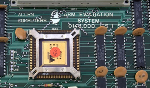 The ARM1 processor chip installed in the Acorn ARM Evaluation System. Original photo by Flibble, https://commons.wikimedia.org/wiki/File:Acorn-ARM-Evaluation-System.jpg, CC BY-SA 3.0.