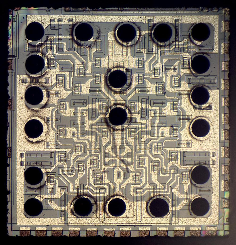Die photo of the bipolar integrated circuit. The left and right sides are approximately mirror-images, with two copies of the same circuit.