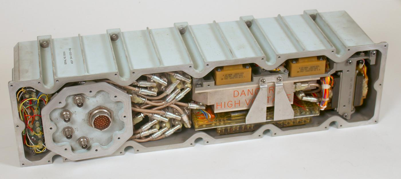 Inside the amplifier, many coaxial cables connect the RF circuitry.