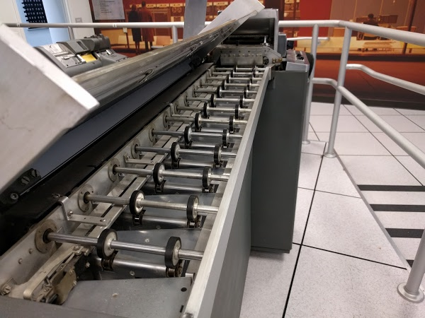 Feed rollers and bins for the IBM type 83 card sorter. Cards enter at the far end. The chute blades are the inch-wide strip of metal to the right of the feed rolls.